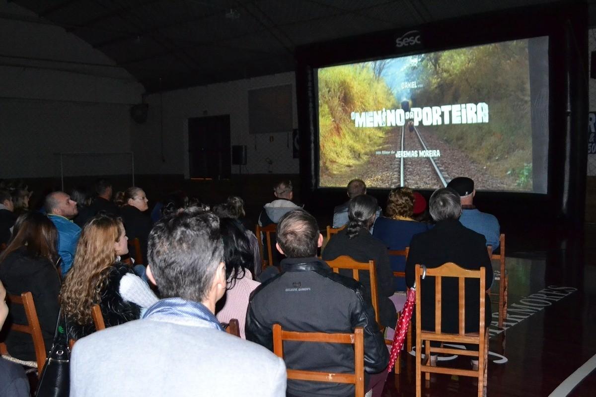 Foto Comunidade da Garibaldina recebe o Cinema de Rua