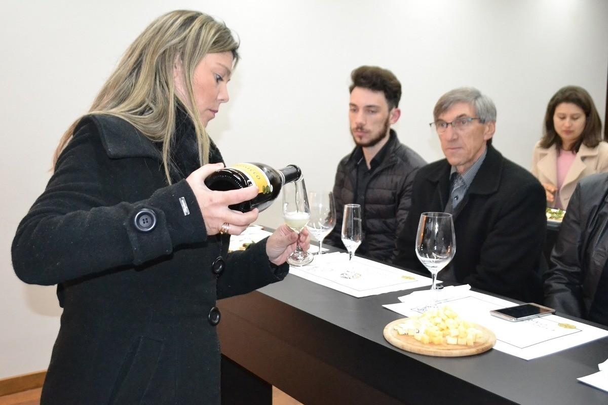 Foto Vinícola Peterlongo recebeu a Confraria do Espumante