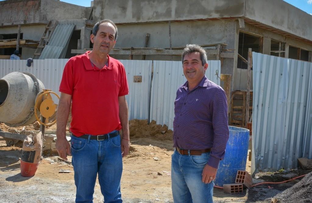 Foto de capa da notícia: Visita do Presidente da AMUCSER e do Prefeito de Vacaria na obra Sede AMUCSER/CONDESUS.