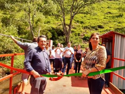 Foto de capa Descerramento da Fita de Inauguração da Balça e Estrutura para travessia do Rio Saltinho.
