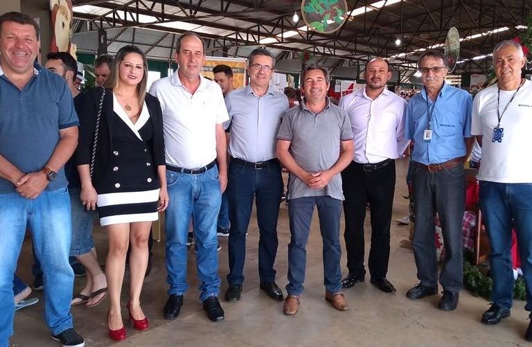 Foto Participação do Presidente da AMUCSER na 17ª Feira de Pequenas Frutas, Artesanato e Mel.