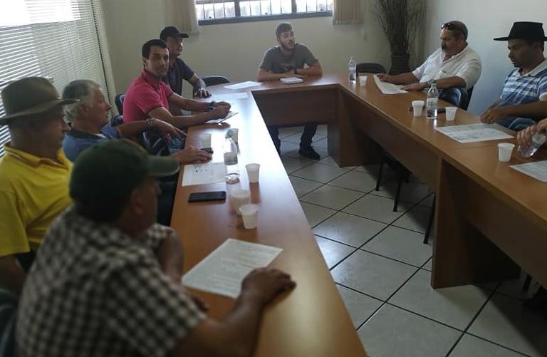 Foto Reunião da Taça Laço AMUCSER.