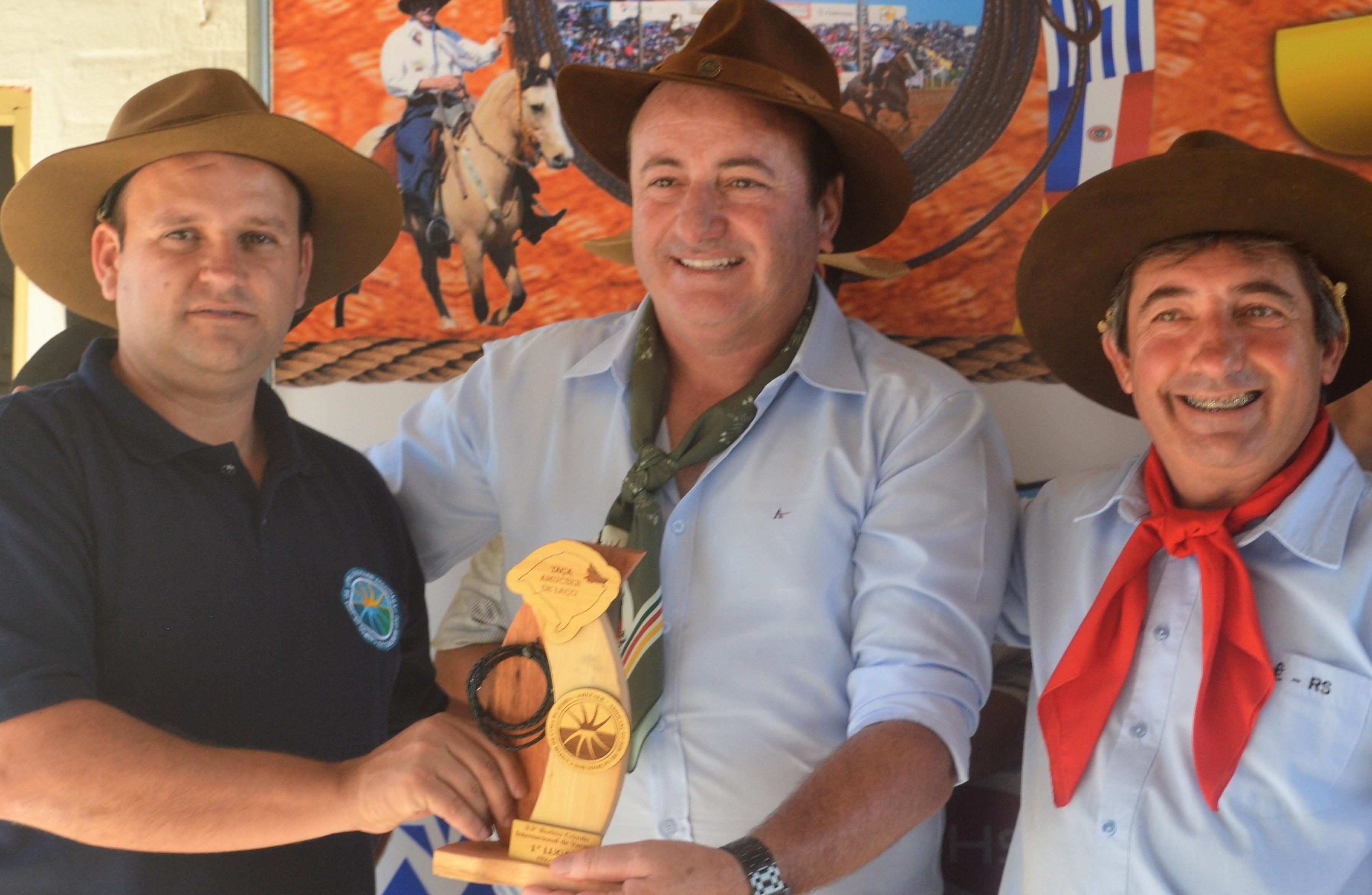 Foto de capa da notícia: Rodada da Taça Laço AMUCSER e Assembleia Geral em meio ao 33º Rodeio Crioulo Internacional de Vacaria.