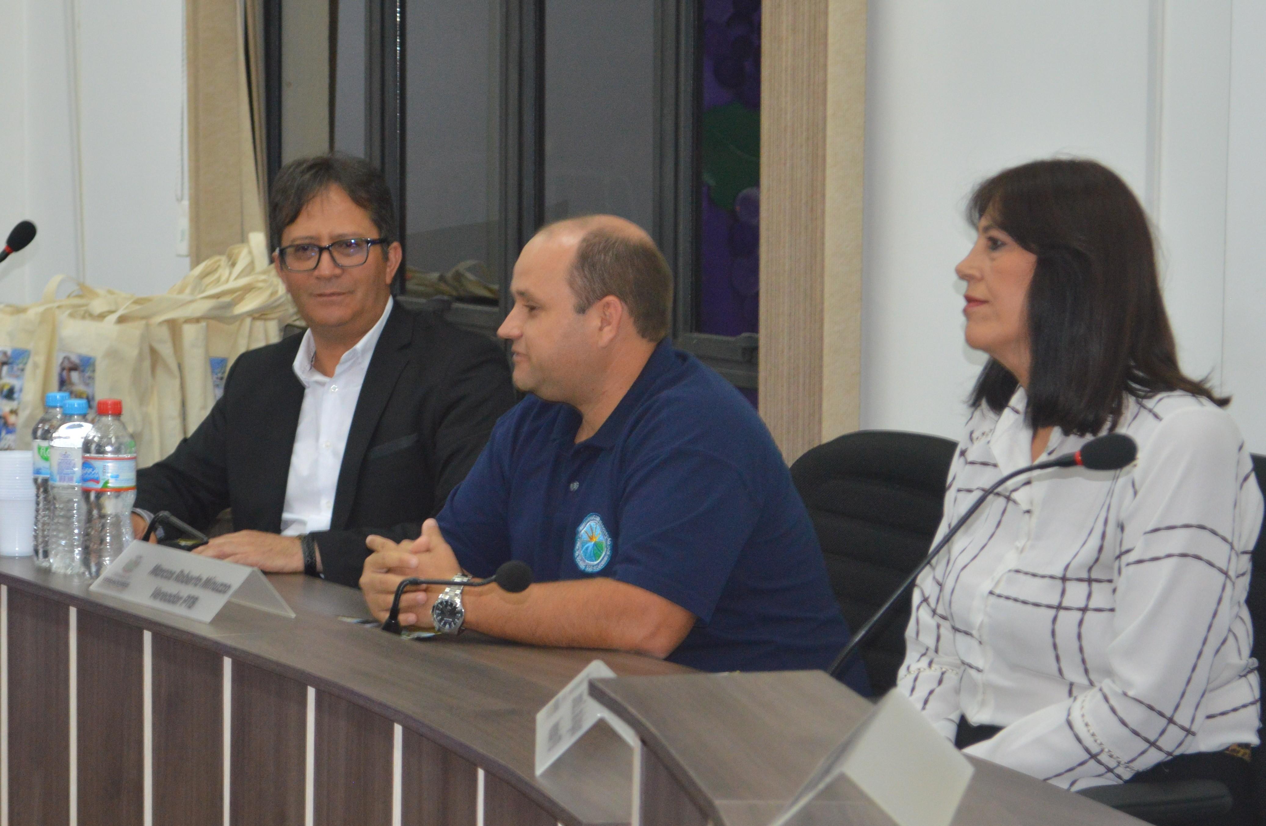 Foto de capa da notícia: Assembleia Geral AMUCSER e Abertura Oficial da 10ª Festa Municipal da Uva de Monte Alegre dos Campos.