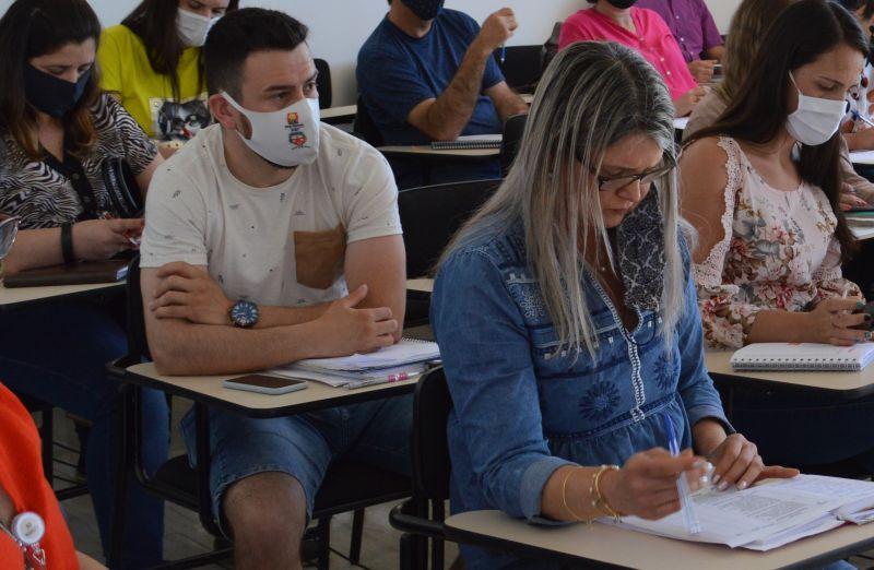 Foto de capa da notícia: Reunião de Secretários(a) de Saúde e Educação dos Municípios que compõem a AMUCSER e o CONDESUS.