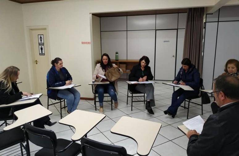Foto de capa da notícia: Reunião das Secretarias Municipais de Educação AMUCSER.