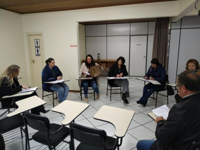 Foto de capa Reunião das Secretarias Municipais de Educação AMUCSER.