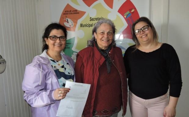 A ex-presidente Jaqueline Velho com a secretária Janete e sua suplente Tatiane no lançamento do edital de eleição