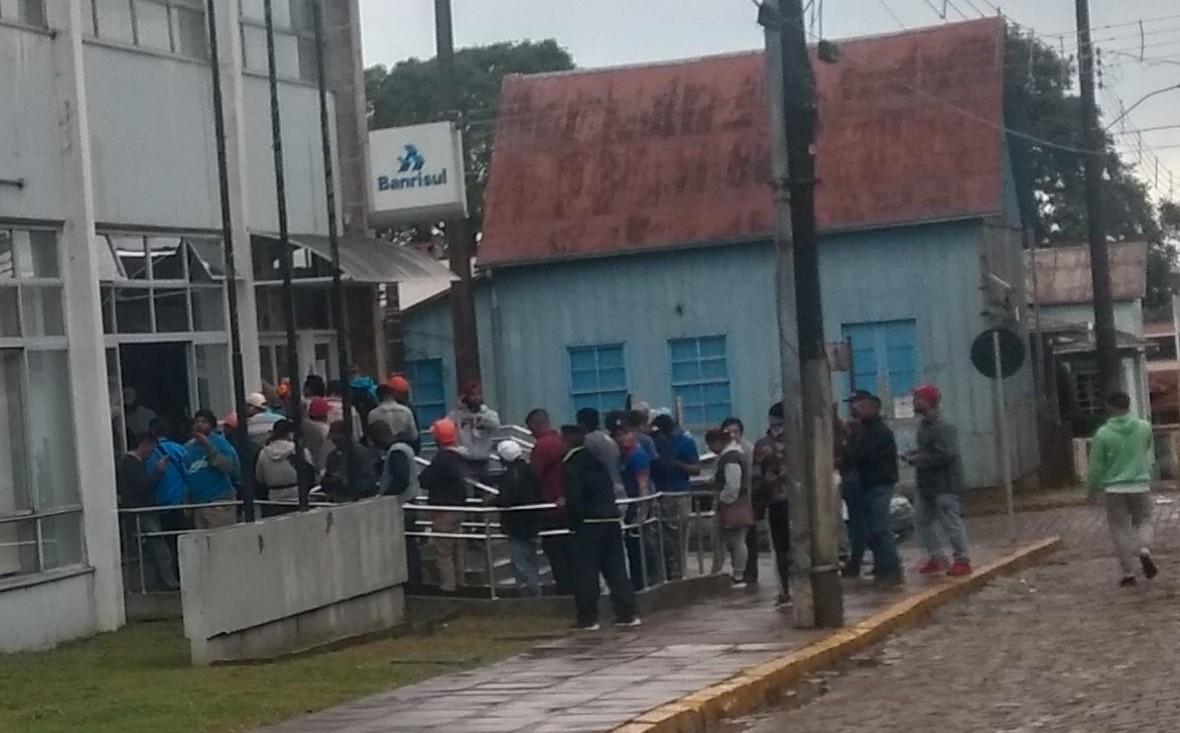 Foto de capa da notícia Brigada Militar e fiscais municipais dispersam aglomeração