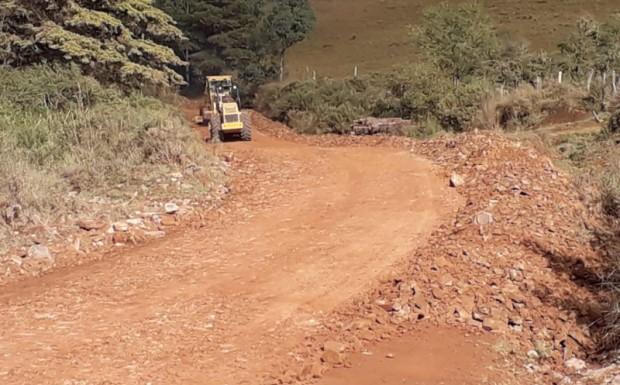 Foto de capa da notícia: Prefeitura recupera estrada da Barragem