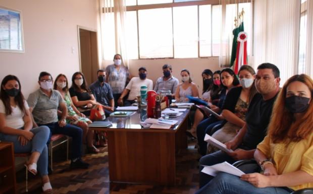 Foto de capa da notícia: Primeira reunião da Prefeita e Vice-prefeito com o novo secretariado do município