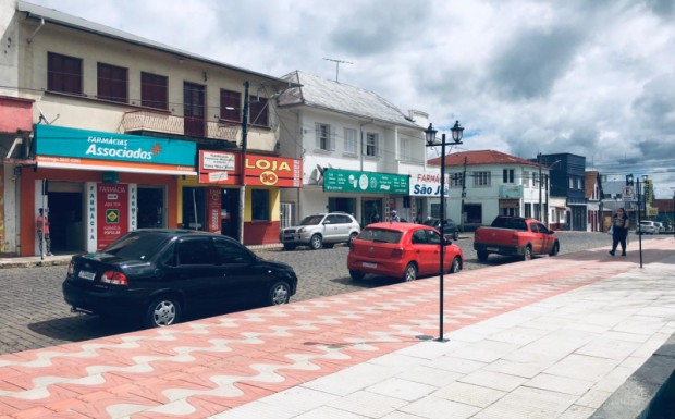 Foto de capa da notícia: Governo autoriza a abertura do comércio e restaurantes no sábado
