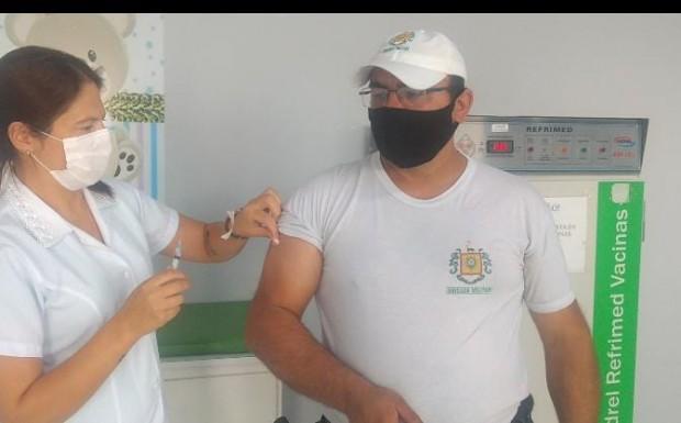 Foto de capa da notícia: Policiais são vacinados contra a Covid em Bom Jesus