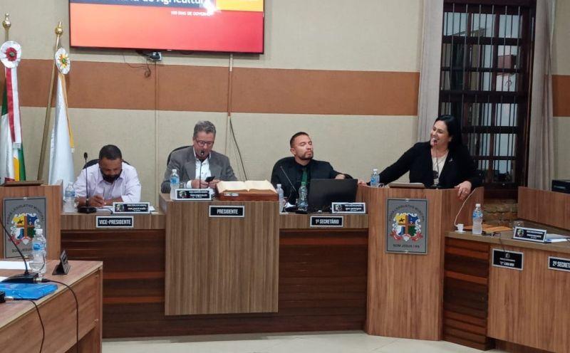 Foto de capa da notícia Prefeita vai à Câmara de Vereadores e reforça a importância do diálogo