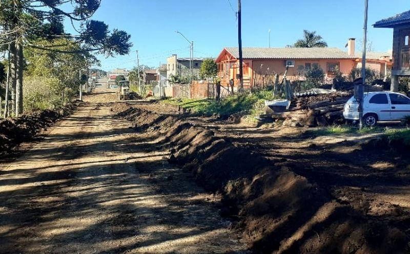 Foto de capa da notícia Secretaria de Obras prepara trechos de duas ruas que terão calçamento paver
