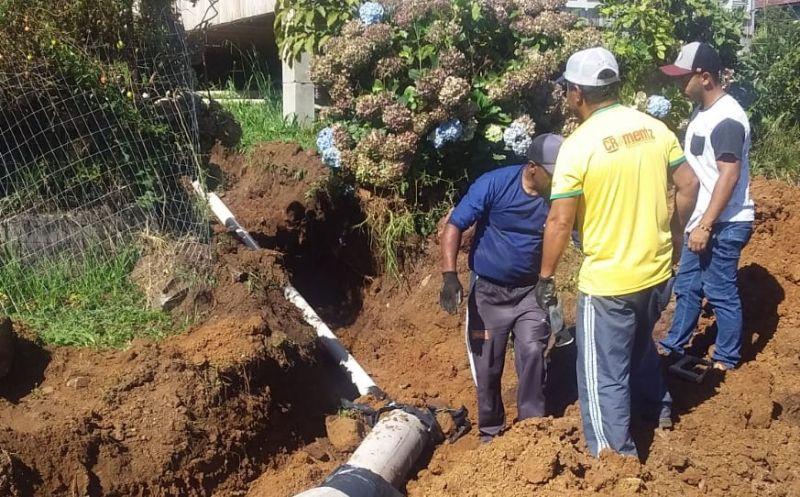 Foto de capa da notícia Equipe da Secretaria de Obras realiza manutenção das redes de esgoto e pluvial