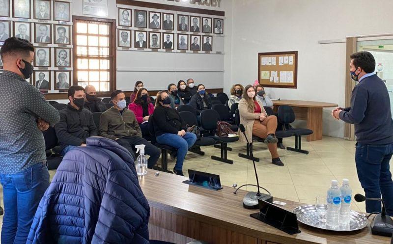 Foto de capa da notícia Servidores municipais participam de curso sobre compras públicas