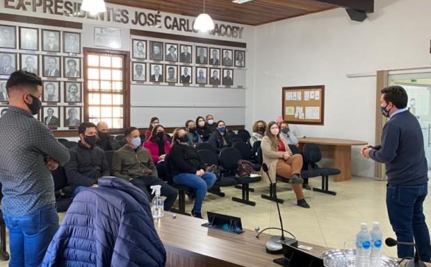 Foto de capa da notícia: Servidores municipais participam de curso sobre compras públicas