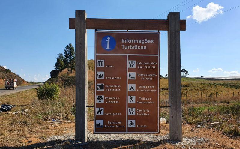 Foto de capa da notícia Administração  instala novas placas de sinalização turística
