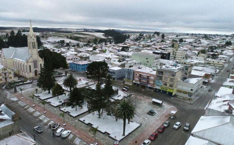 Foto de capa da notícia Ocorrência de neve leva turistas a Bom Jesus