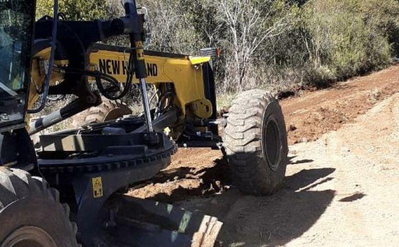 Foto de capa da notícia Máquinas da Secretaria de Obras realizam melhorias na estrada do Potreiro Grande