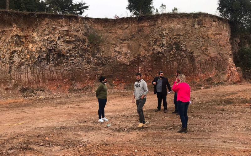 Foto de capa da notícia Prefeitura irá cercar e recuperar área degradada no bairro Santa Catarina