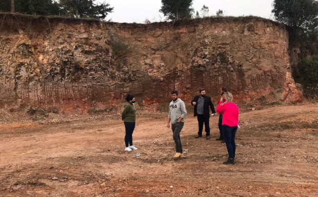 Foto de capa da notícia: Prefeitura irá cercar e recuperar área degradada no bairro Santa Catarina