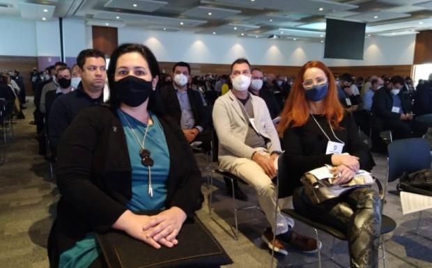 Foto de capa da notícia: Prefeita e Procuradora do município participam de encontro organizado pela Famurs