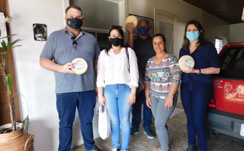 Foto de capa da notícia Comitiva de Ipê conhece como é o trabalho de inspeção sanitária do queijo serrano em Bom Jesus