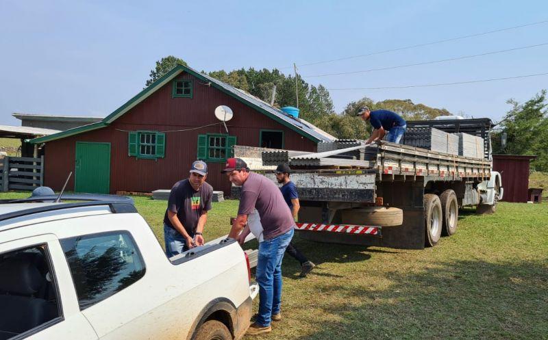 Foto de capa da notícia Mais de mil telhas são distribuídas à moradores atingidos por temporal