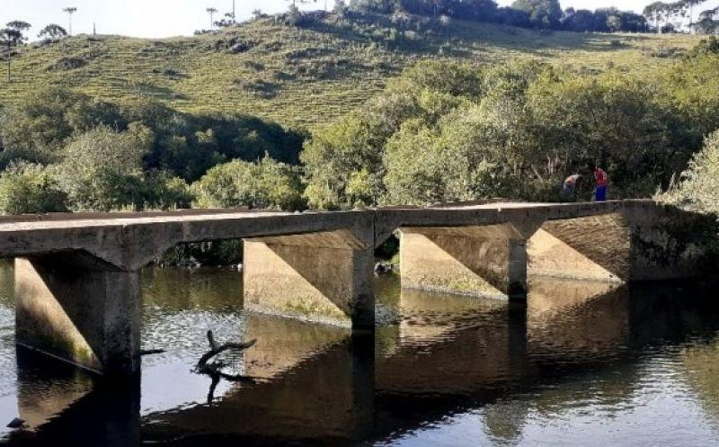 Foto de capa da notícia: Empresa inicia obras de recuperação de ponte na estrada que dá acesso ao Pascoal