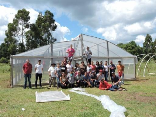 Foto de capa da notícia: Jovem Aprendiz constrói estufa para viveiro municipal