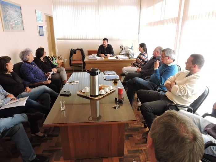 Foto de capa da notícia Crise, lixo e iluminação pública pautaram reunião de secretariado