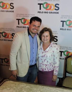 Foto de capa da notícia: Prefeitos prestigiam posse de Silvana Covatti como governadora do Estado