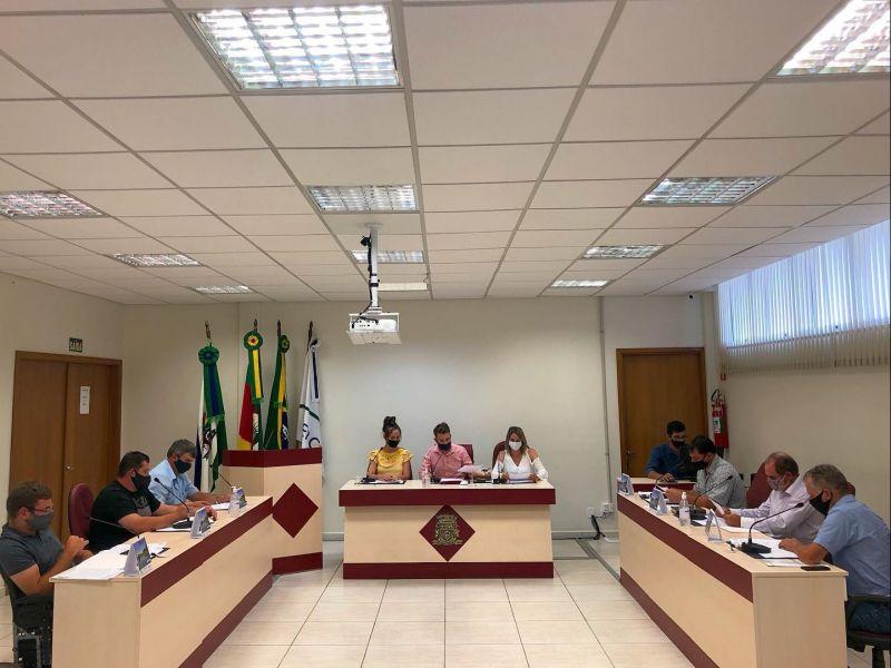 Foto de capa da notícia: Realizada a Primeira Sessão Extraordinária da legislatura 2021-2024.