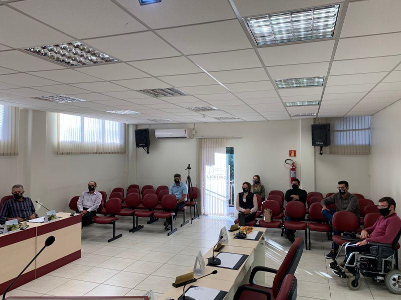 Foto de capa da notícia: Vereadores discutem o problema das telecomunicações no Município de Nova Pádua.