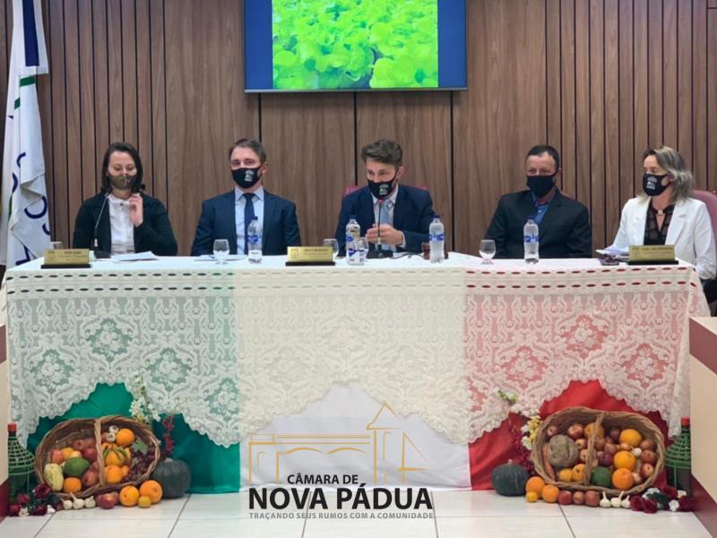 """Foto de capa da notícia Em noite de Sessão """"in Talian"""", Câmara  homenageia agricultores na Semana do Colono e do Motorista."""