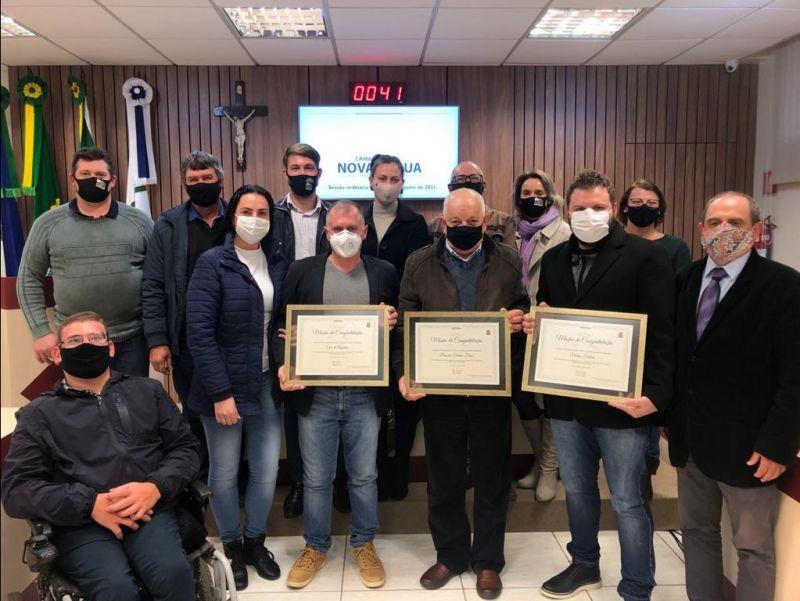 Foto de capa da notícia Vereadores abrem Agosto com entrega de Moções a Vinícolas Paduenses Premiadas