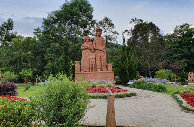 Foto Esculturas Parque Pedras do Silêncio