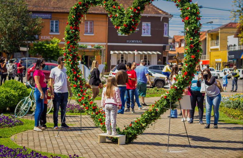 Foto Público aprecia as atrações do primeiro fim de semana do Festival da Primavera de Nova Petrópolis