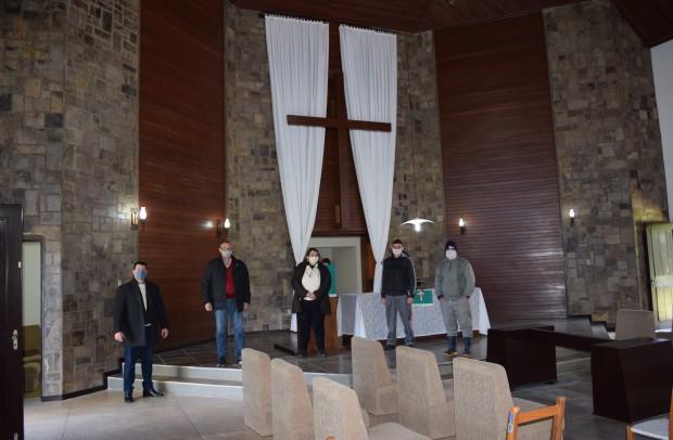 Autoridades na capela mortuária do Cemitério Parque Vale da Esperança - Crédito das fotos: Jordana Kiekow | Comunicação PMNP