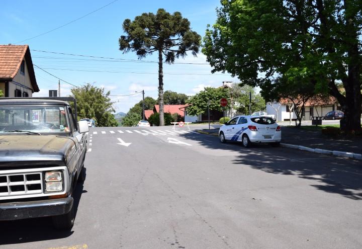 Sinalização na Rua Padre Amstad. CRÉDITO DA FOTO: Jordana Kiekow | Comunicação PMNP