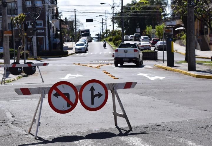 Sinalização na Rua Martim Avelino Luermann. CRÉDITO DA FOTO: Jordana Kiekow | Comunicação PMNP