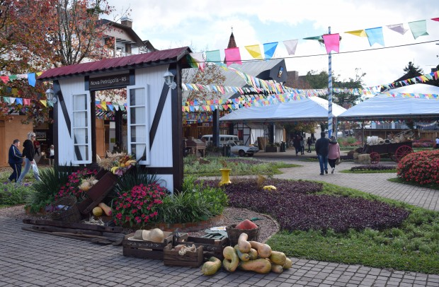 Praça das Flores recebe artigos de decoração do evento Colônia | Foto: Adriana Monteiro Arrial | Comunicação PMNP