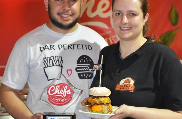 Hambúrgueres do Wazla Burger foi prato salgado mais vendido do evento - Adriana Monteiro Arrial | Turismo PMNP