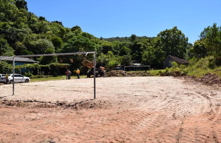 Cancha de areia no Bairro Piá - Crédito das fotos: Jordana Kiekow | Comunicação PMNP