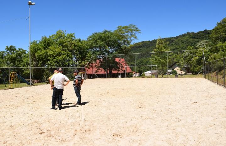 Cancha de areia na localidade de Linha Imperial - Crédito das fotos: Jordana Kiekow | Comunicação PMNP