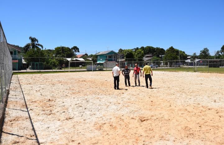 Cancha de areia no Bairro Vale Verde - Crédito das fotos: Jordana Kiekow | Comunicação PMNP