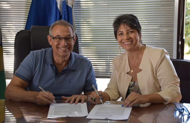 Assinatura do convênio_Adriana Arrial