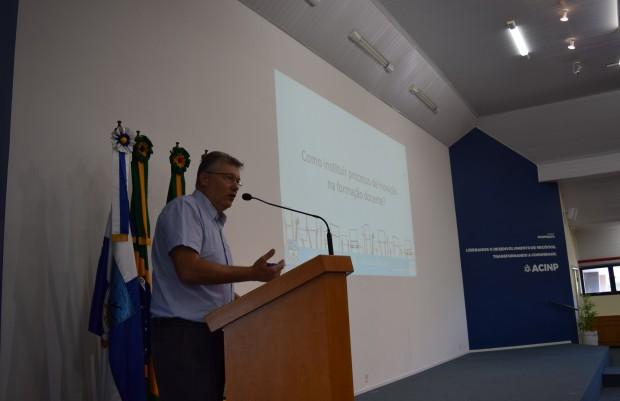 Secretário Municipal de Educação, Cultura e Desporto, Ricardo Lawrenz, deixa sua mensagem - Crédito das fotos: Jordana Kiekow | Comunicação PMNP